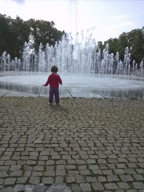 majówka, fontanna, toruń, cosmopolis