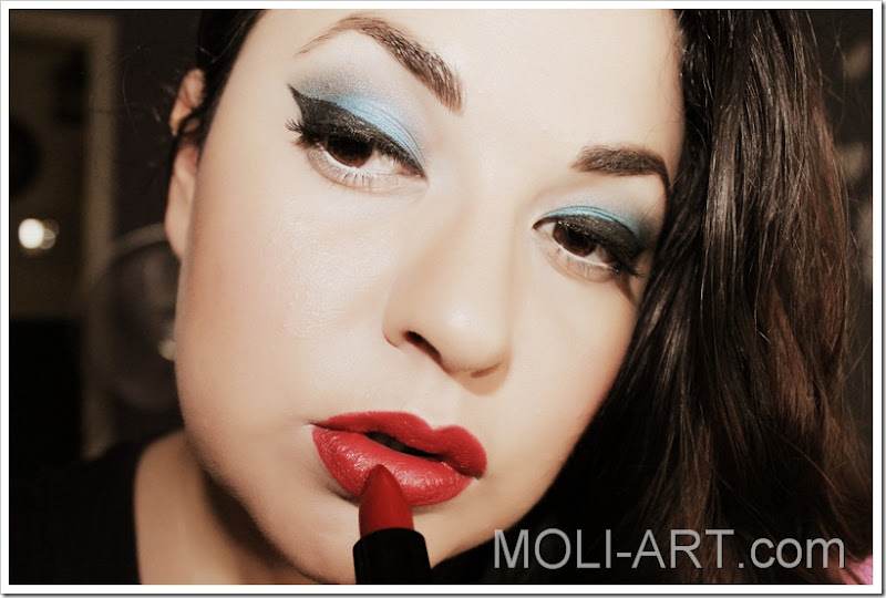 maquillaje-pin-up-azul-2-edite