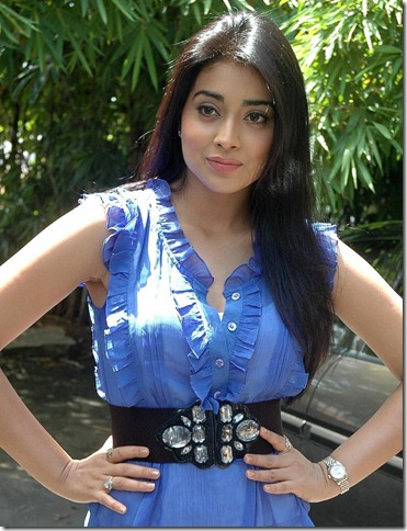 Shriya_saran_latest_stylish_stills