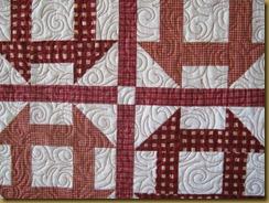 Rødt og hvitt veggteppe, detalj av quiltingen