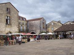 2009.09.03-009 place des Cornières