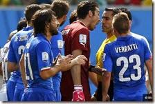 Italiani protestano dopo l'espulsione di Marchisio