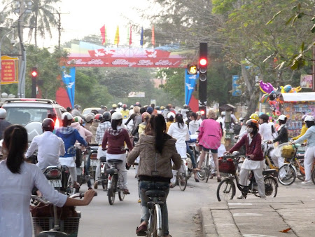 148. trafic biciclete Vietnam.JPG
