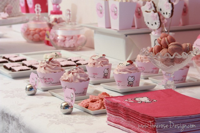IMG_9452_rosa_kakebord_hello_kitty_dessertbord_bursdag