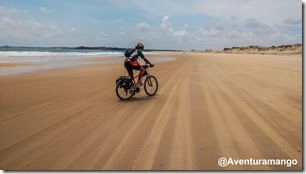 Pedalando na Praia de Malembá