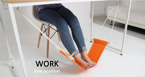 Fuut desk work leg position