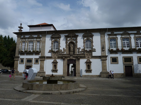 Things to do in Guimaraes: visit the cultural center