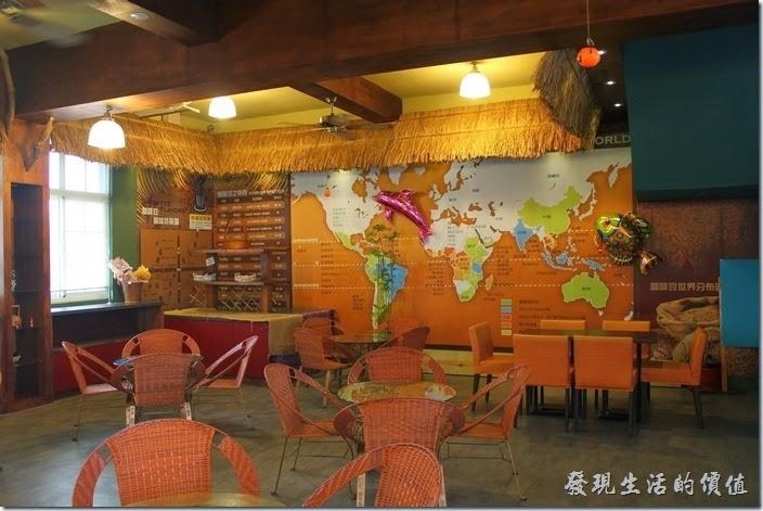 台南-台灣咖啡文化館。咖啡廳一樓的景緻。