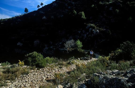 Camí vell de l'ermita de Sant Blai (GR 7), Muntanyes de Tivissa,  Tivissa, Ribera d'Ebre, Tarragona 2002.02