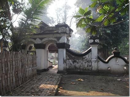 gerbang makam putri campa