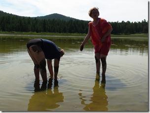 042-bain de boue dans le lac jaune