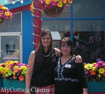 Elisha and Missy @ Lynn's Paradise Cafe