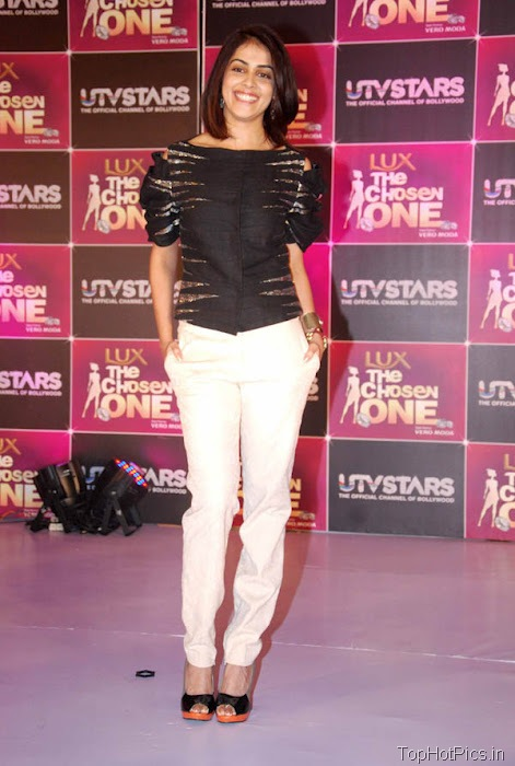Genelia Hottest Pics in White Pants 3