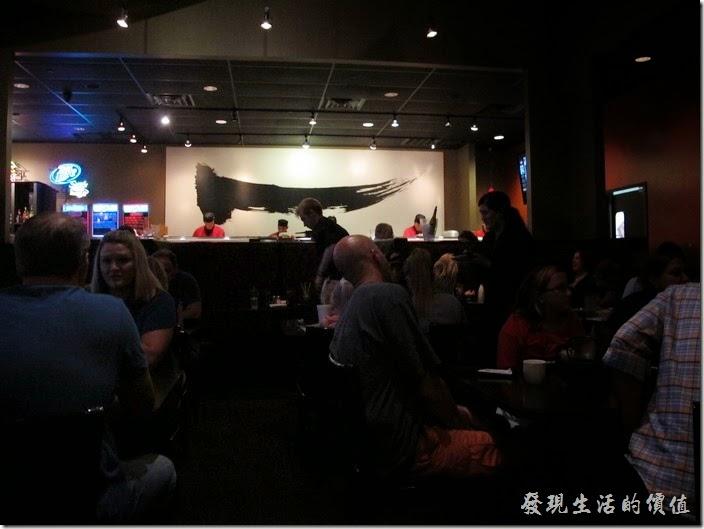 美國-路易斯威爾(Louisville) Sake Blue日本料理。【Sake Blue】的餐廳內裝潢,有一個中文的象形字。