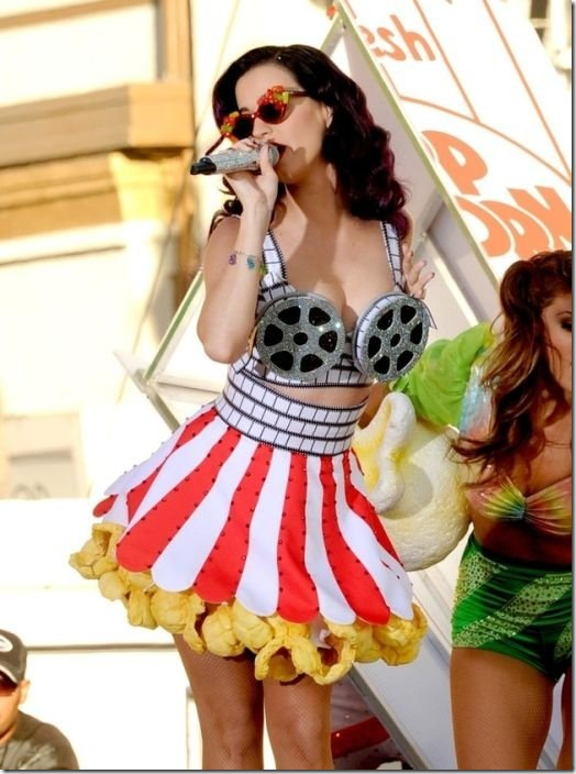 katy-perry-breasts-d1c91f