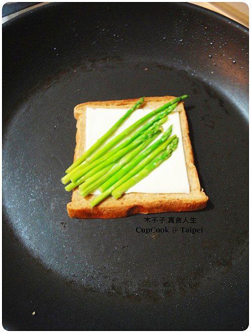 蘆筍起司烤吐司 (3)
