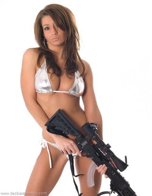 gatas armadas mulheres lindas com armas sexys sensuais desbaratinando (38)
