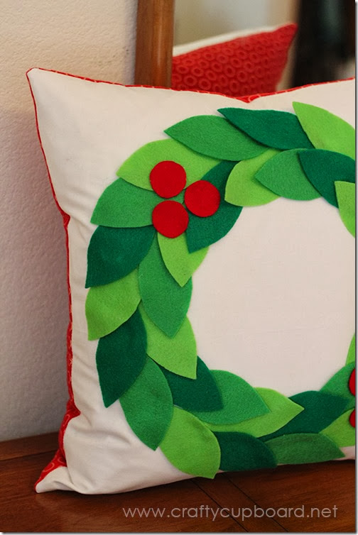 Easy Holly Wreath Pillow