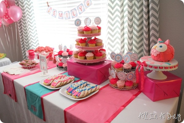 custom first birthday table runners