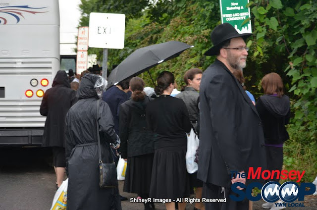 Loading the Buses in Monsey for the Siyum HaShas In MetLife Stadium (Meir Rothman) - DSC_0008.JPG