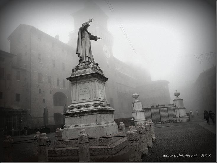 Piazzetta savonarola e nebbia , Ferrara, Emilia Romagna Italia - Savonarola and square fog, Ferrara, Emilia Romagna Italy - Property and Copyrights of Fedetails.net