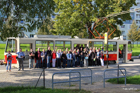 Gruppenbild vor der Tatra Straßenbahn