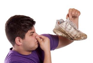 Cara Menghilangkan Bau Sepatu Tidak Sedap