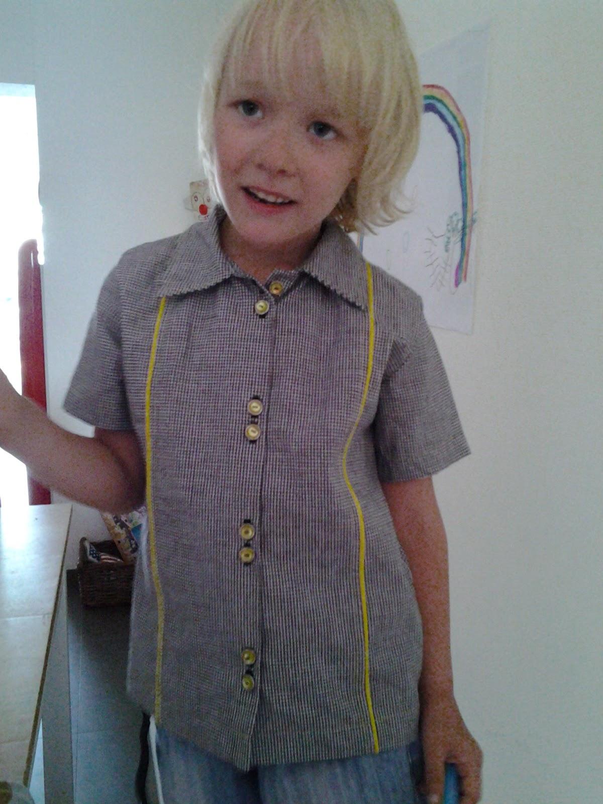mimi j couture J'ai fait une couture pour assembler les 2 grands morceaux de la cravate (c'est la seule couture que j'ai faite à la machine, tout le reste est fait à la main.
