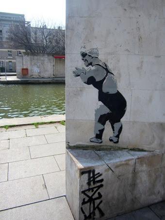 NAIN MUR AFFICHE PARIS