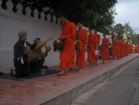 den-Luang Prabang-song-cham (2)