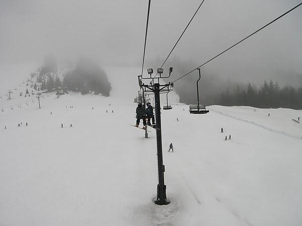 登山纜車上山坡,大家準備滑下來