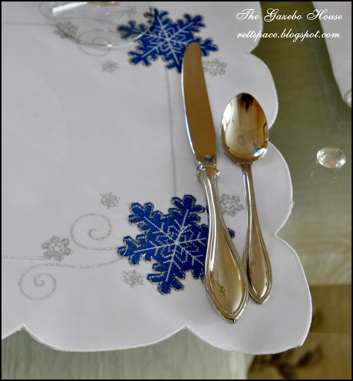 Jan Icey Blue Snowmen Table 020