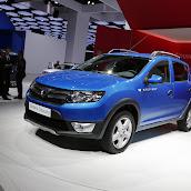 2013-Dacia-Sandero-Stepway-1.jpg