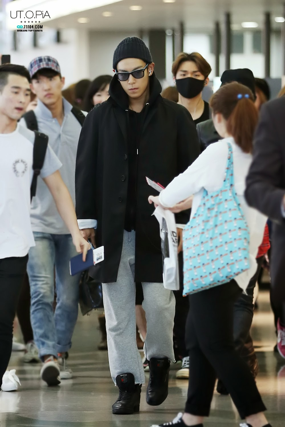TOP - Kansai Airport - 14apr2014 - Fan - Utopia - 3.jpg