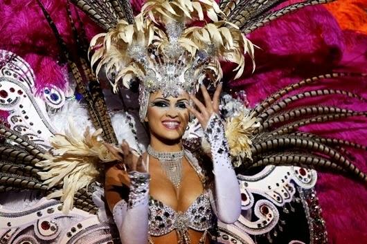 Nominee for Queen of the 2013 Santa Cruz carnival Noemi Hormiga.