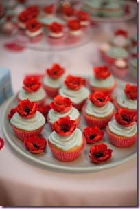 poppy red cupcakes2