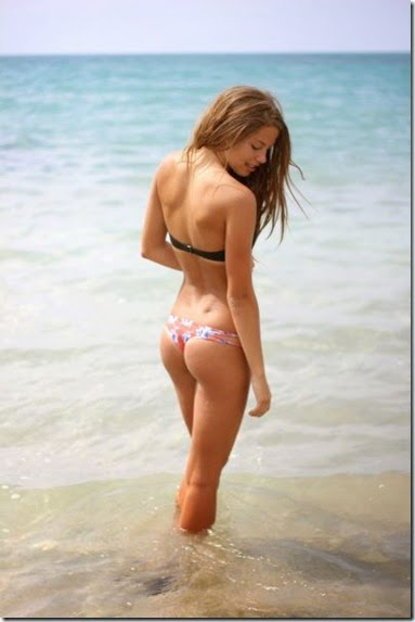 summer-bikinis-babes-012