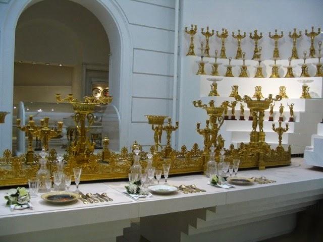 Vajilla y cristaleria imperial hoffburg. Viena