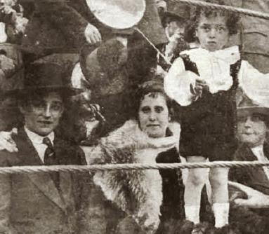 1917-03-19 (p. 26 La Lidia) Ballesteros con su familia