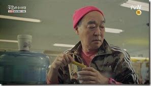 희철의굴욕 전광석화 tvN꽃할배수사대 3차 티저 30초_2.MP4_000013233