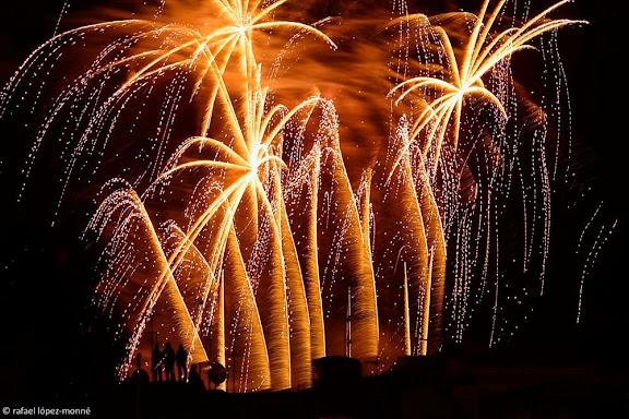 Castell de Focs vist des de les teulades de la Part Alta, festes de Santa Tecla,Tarragona, Tarragonès, Tarragona