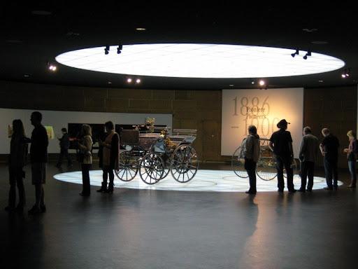 Stuttgart: Mercedes Museum