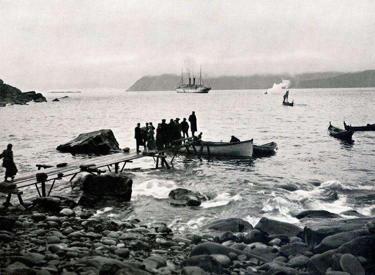 7-Crucero al Cabo Norte del SS OCEANA. El sol de medianoche. Foto del libro HAMBURG-AMERIKA LINIE. NORDLAND-FAHRTEN.jpg
