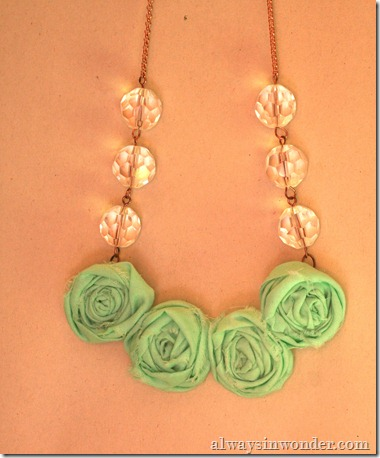 how_to_make_rose_necklace_with_fabric (24)