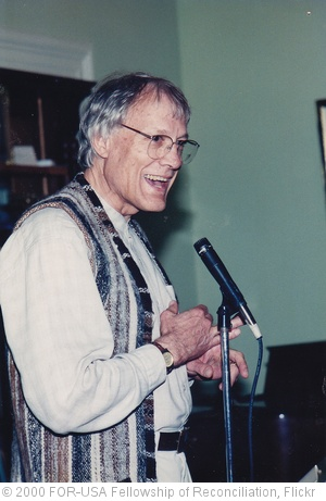 'Walter Wink preaching' photo (c) 2000, FOR-USA Fellowship of Reconciliation - license: http://creativecommons.org/licenses/by-sa/2.0/