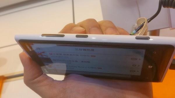 Lumia 920 側面