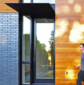 casa-moderna-con-fachada-de-ladrillo-y-madera