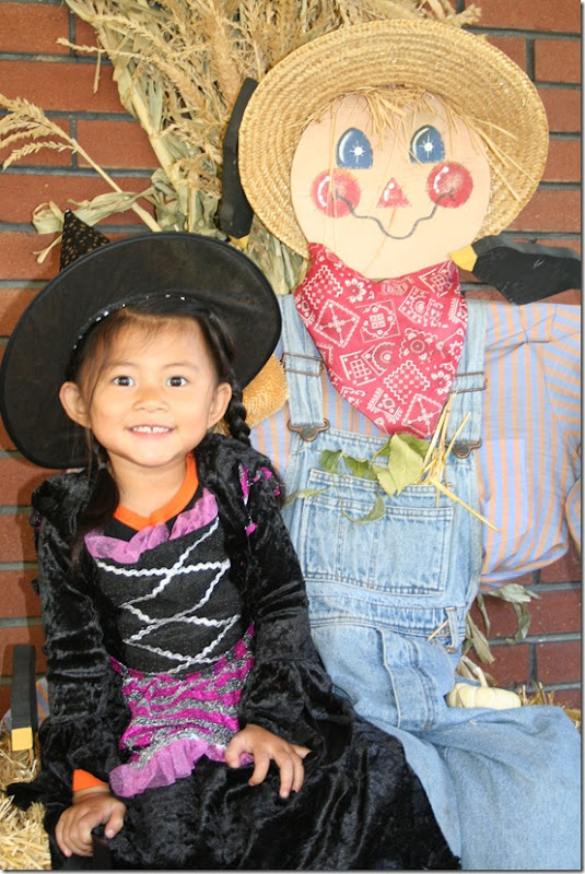 Halloween tate and scarecrow
