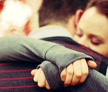 couple-hugging-pictures