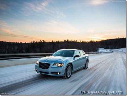 Chrysler-300_Glacier_2013_800x600_wallpaper_02